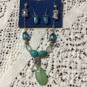 NWOT Necklace & Earrings